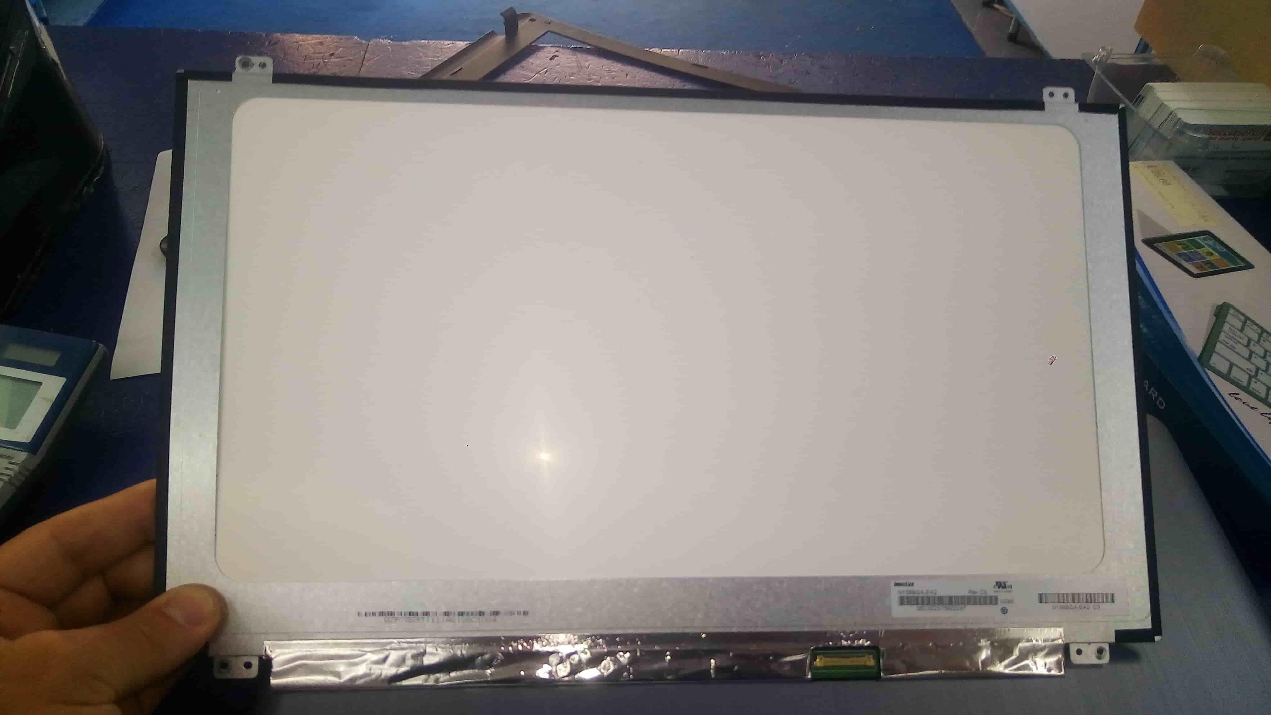 come sostituire lo schermo del portatile